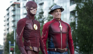New Arrowverse Crossover Pic Reveals John Wesley Shipp's Return