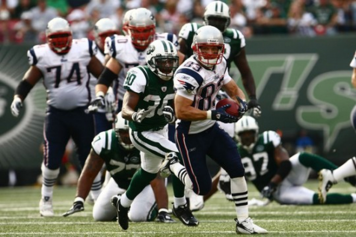 0cf66d0a The New England Patriots, led by 6 foot 4 inch quarterback Tom Brady, are  currently tied with the New York Jets for the top spot in the AFC East,  AFC, ...