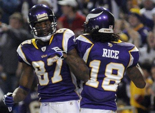 20100103 vikings giants 33 494x360 NFL Free Agent Frenzy Has Fans Forgetting The Lockout