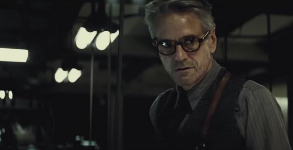 """Expect A """"Completely Different"""" Alfred In Batman V Superman: Dawn Of Justice"""