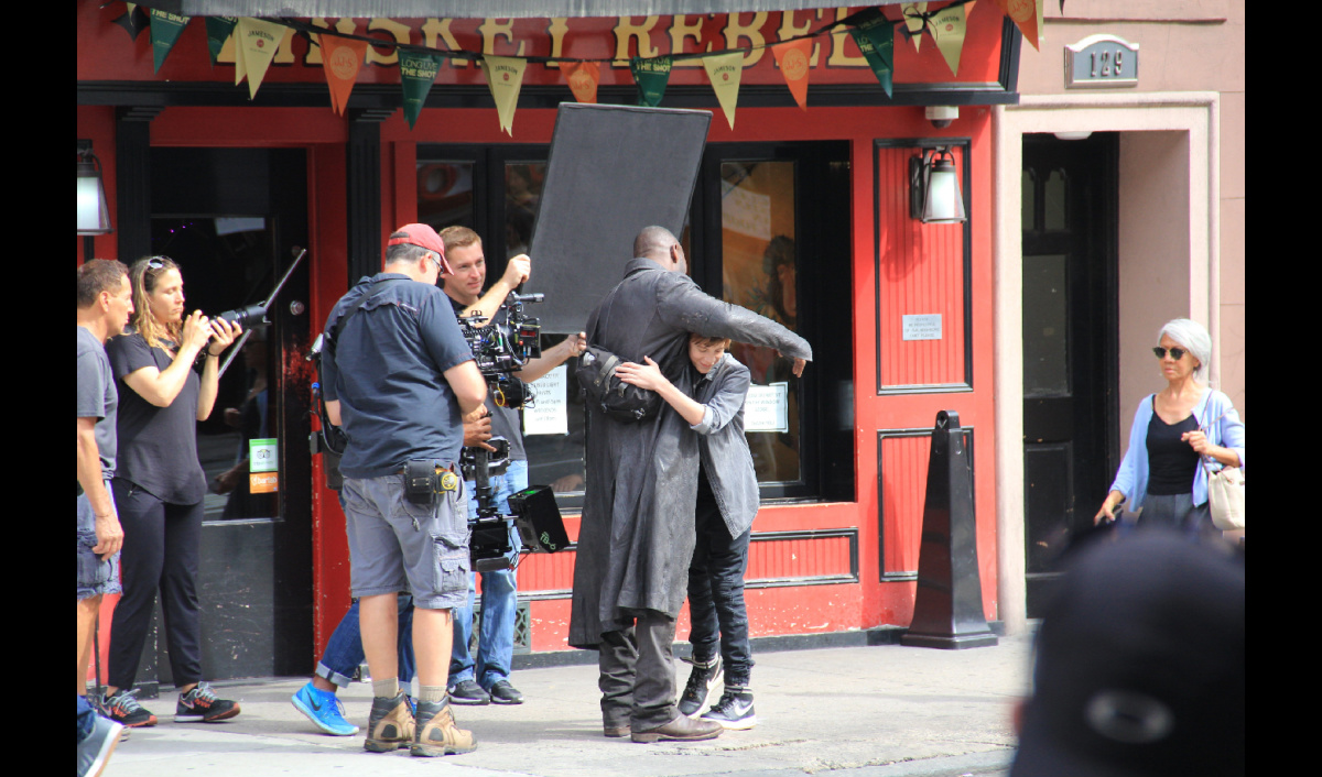 The Dark Tower: Jake Chambers Teams With Idris Elba's Gunslinger In Latest Set Photos