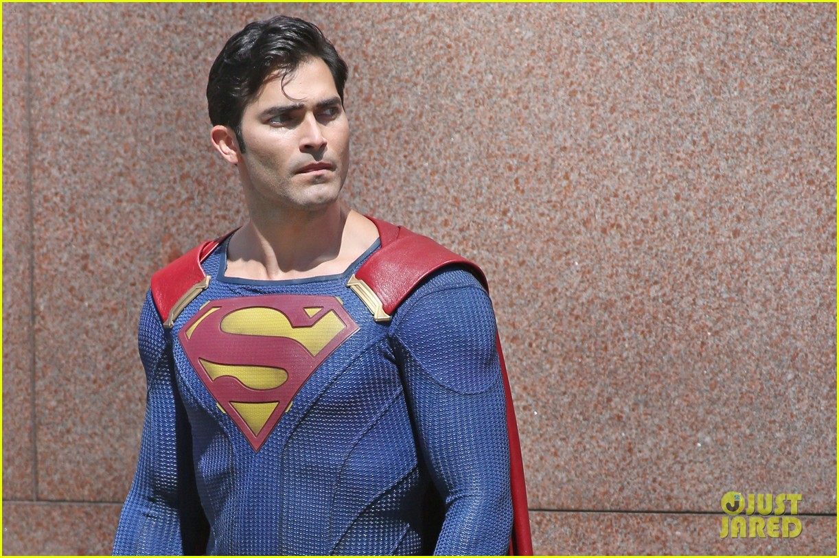 Tyler Hoechlin Spotted On The Set Of Supergirl Season 2 Suited Up As Superman