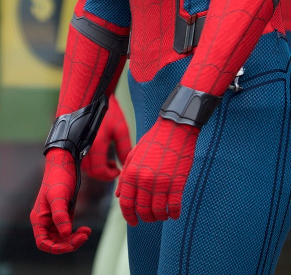 New Spider-Man: Homecoming Set Photo Shows Off The Web-Shooters