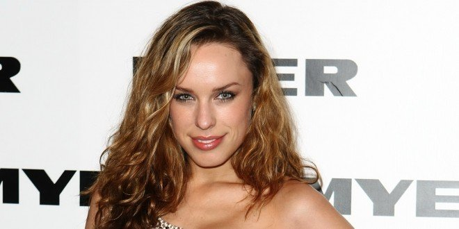 Warner's Shark Thriller Meg Finds Female Lead In Jessica McNamee