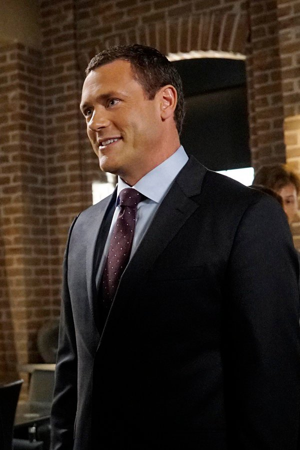 First Agents Of S.H.I.E.L.D. Season 4 Image Reveals The New Director