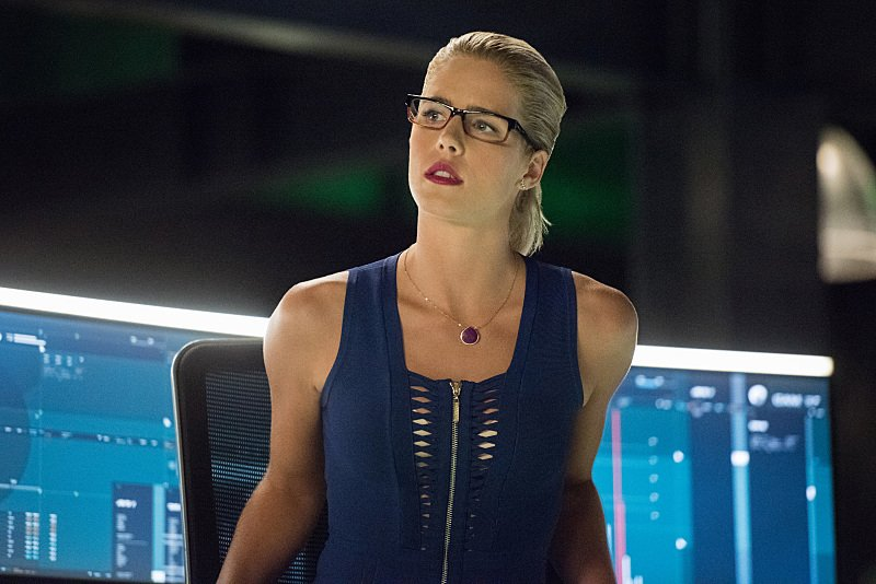 "Team Arrow Has A Meeting Of The Minds In ""Vigilante"" Sneak Peek"