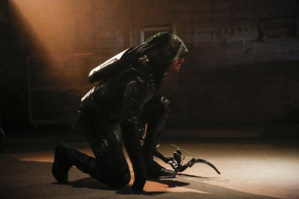 New Arrow Season 5 Trailer Returns Series To Its Roots