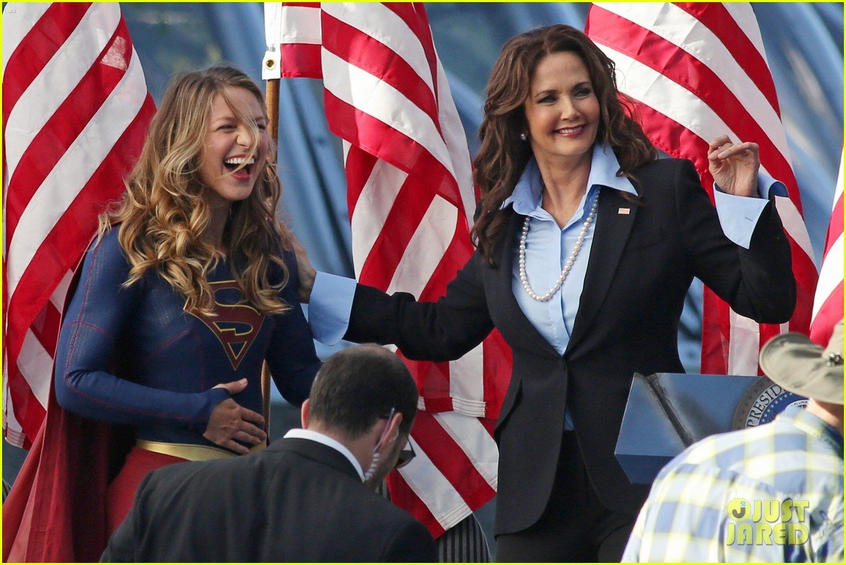First Look At Former Wonder Woman Lynda Carter On The Set Of Supergirl