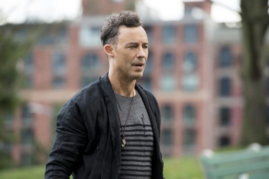 Tom Cavanagh Hints At Another Version Of Wells For The Flash Season 4