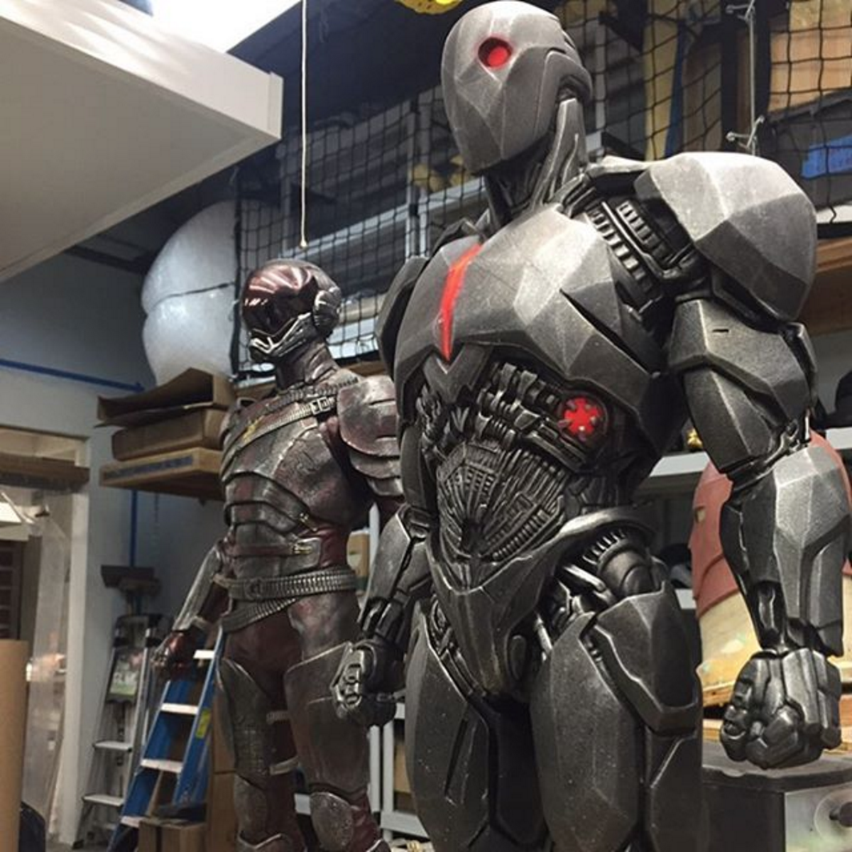Take A Closer Look At Cyborg And The Flash's Batman V Superman: Dawn Of Justice Costumes