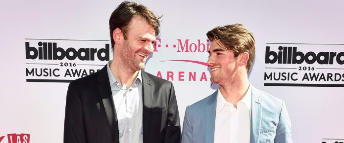 """The Chainsmokers Perform """"Closer"""" At The American Music Awards Tonight"""