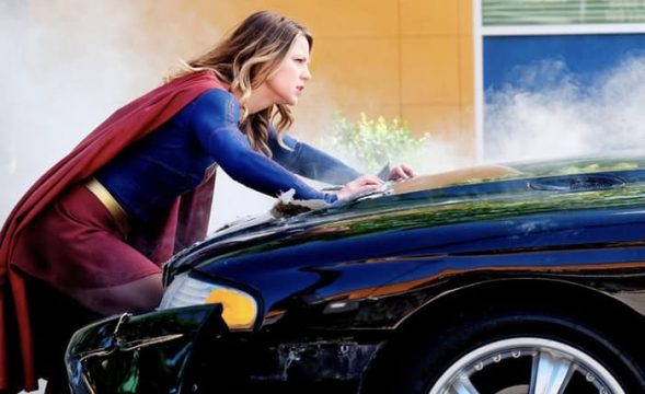 Supergirl Season 2 Reveals New Image, EP Talks Vancouver Move