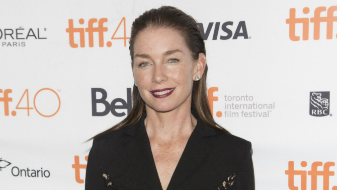Julianne Nicholson To Coach Margot Robbie's Disgraced Ice Skater In Figure Skating Drama I, Tonya