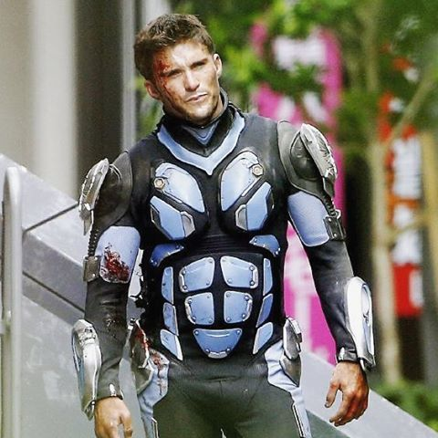 Scott Eastwood Slips Into A Jaeger Suit In Latest Pacific Rim: Uprising Set Photo