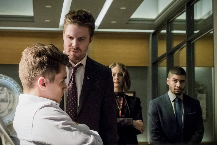 "Arrow Season 5 Finale Will Have ""Other Consequences"" Than Just Death"