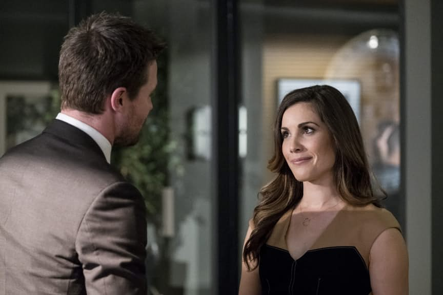 "Arrow: Felicity Will Be ""Getting In Deep"" With Helix Before Long"