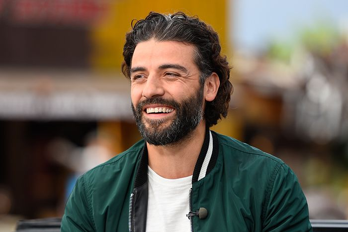 oscar-isaac-visits-extra-at-universal-studios-hollywood-on-april-22-2015