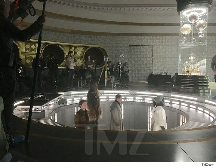 Han Solo Set Photos Reveal First Look At Chewbacca And Woody Harrelson's Character