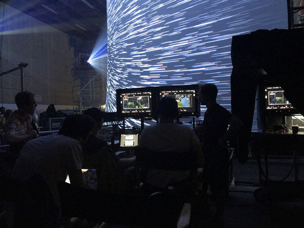 Han Solo Set Photo Offers A Glimpse At Lando In Hyperspace