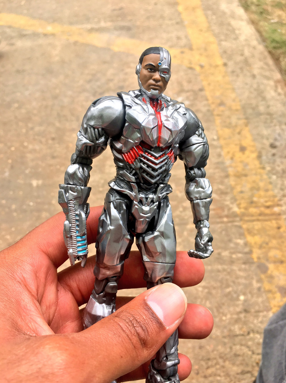 Action Figures Provide New Looks At Both Cyborg And Steppenwolf As They'll Appear In Justice League
