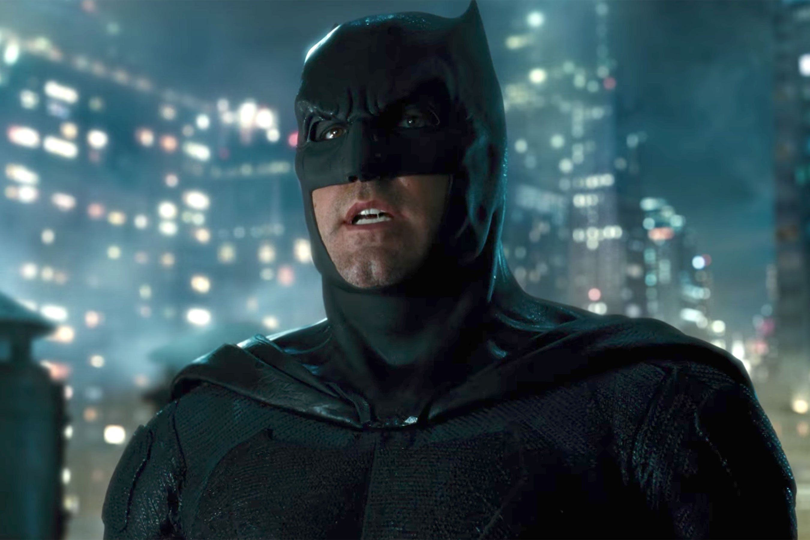 "Justice League To Feature A ""More Traditional"" Version Of The Caped Crusader, New Pic Debuts"