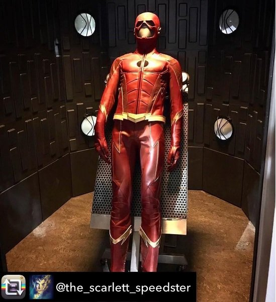Newly Surfaced Images Offer Closer Looks At The Flash's Season 4 Costume
