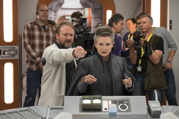 New Star Wars: The Last Jedi Synopsis Hints At Rey Going To The Dark Side