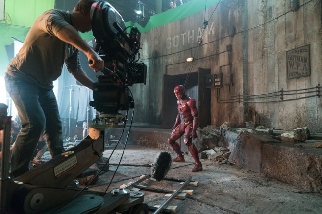 Fresh Batch Of Justice League Pics Show Zack Snyder Orchestrating The Team
