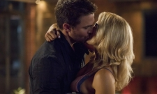 Oliver And Felicity Share A Kiss In Arrow Season 6, Episode 3 Photos