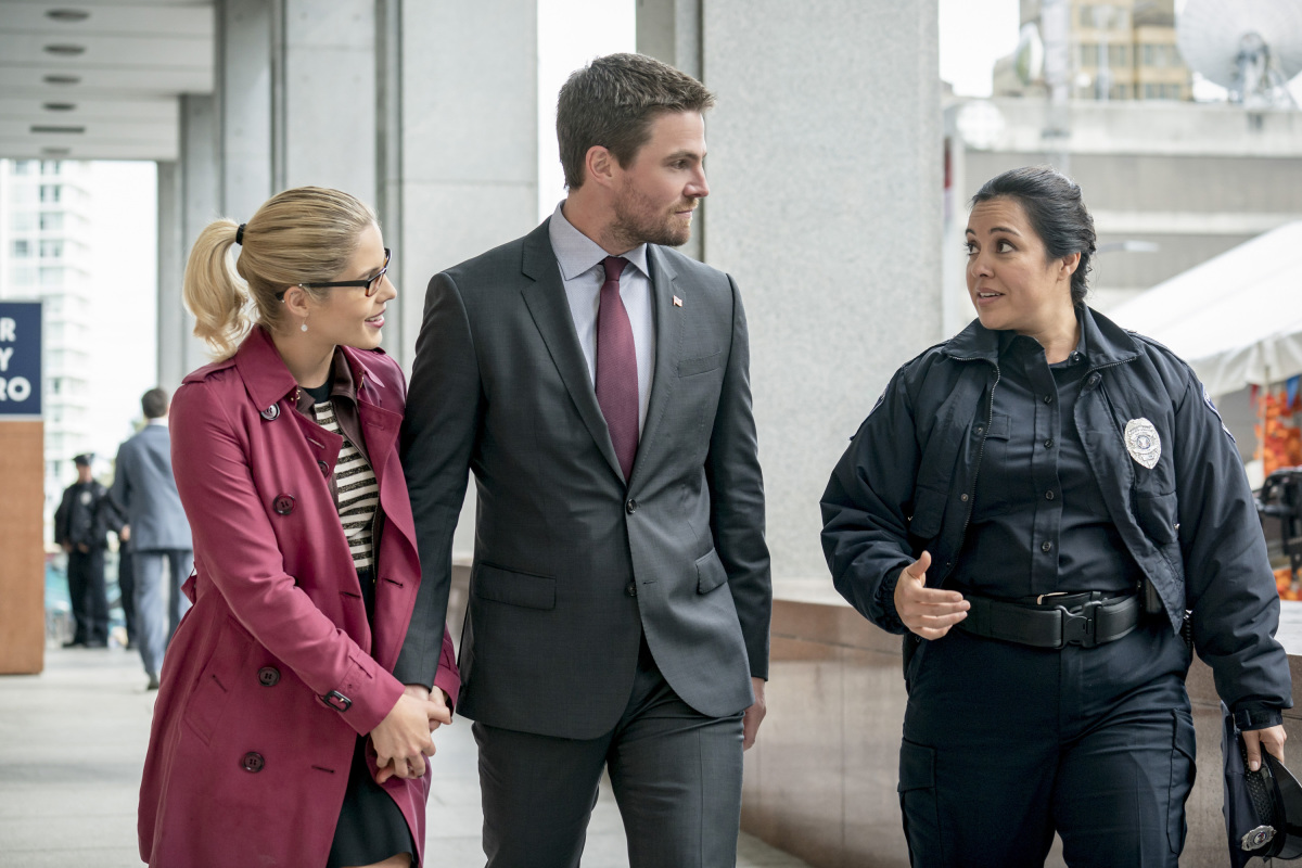 Oliver Queen Is Back In The Hood In Arrow 6x07 Promo Images
