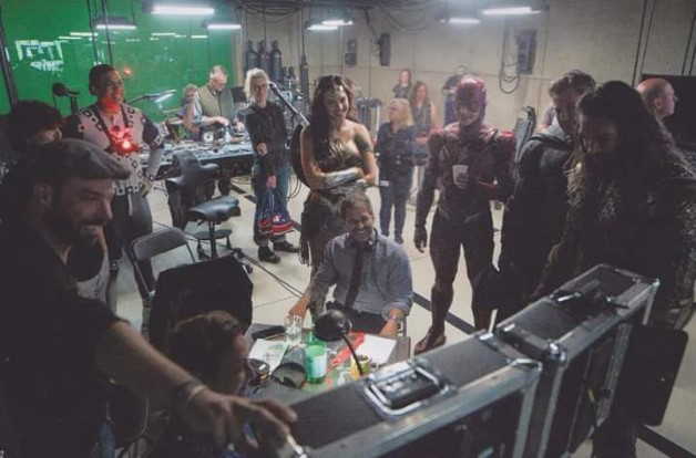 Candid BTS Shot For Justice League Sees Zack Snyder Directing The Team