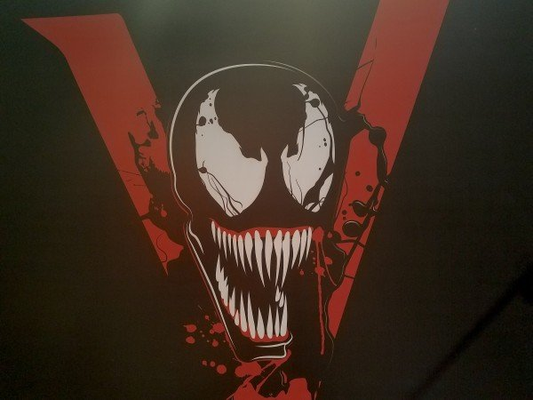 New Venom Poster Reveals The Film's Logo And Eddie Brock's Costume