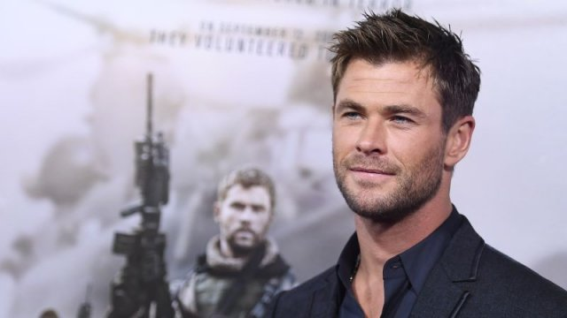 'Thor: Ragnarok' star Chris Hemsworth is circling 'Men in Black' spinoff