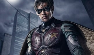 Titans' Robin Costume Is On Full Display At Comic-Con
