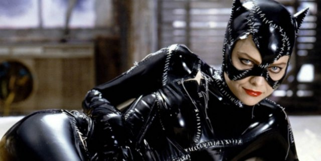 michelle-pfeiffer-would-play-catwoman-again-1037479-640x320