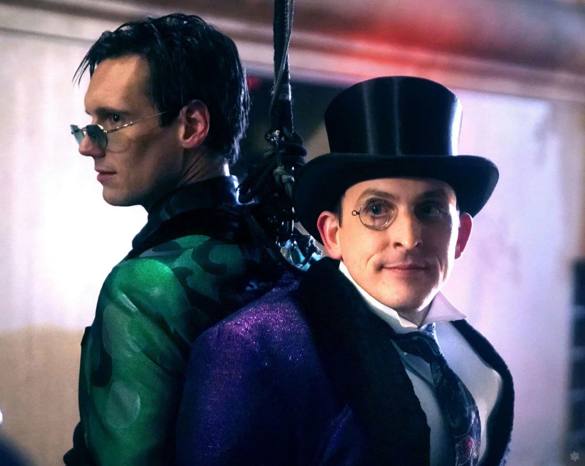 Penguin And Riddler Wear Their Classic Costumes In Gotham