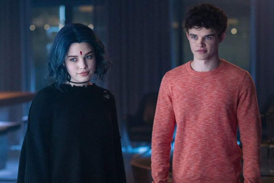 Ravager Debuts In New Titans Episode 2x02 Photos Deadline has brought word that the upcoming second season of the hit dc universe series titans has continued expanding its cast and superhero roster with the addition of disney channel star chelsea t. ravager debuts in new titans episode