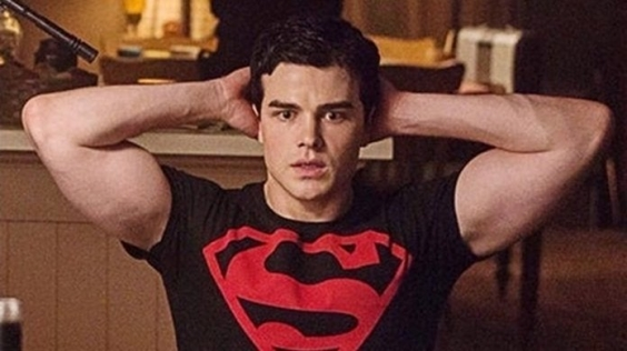 New Superboy Photo Debuts Ahead Of Next Week S Titans He is an actor, known for titans (2018), the blake mysteries: new superboy photo debuts ahead of next
