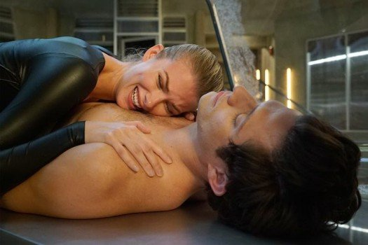 Stitchers Season 2 Review