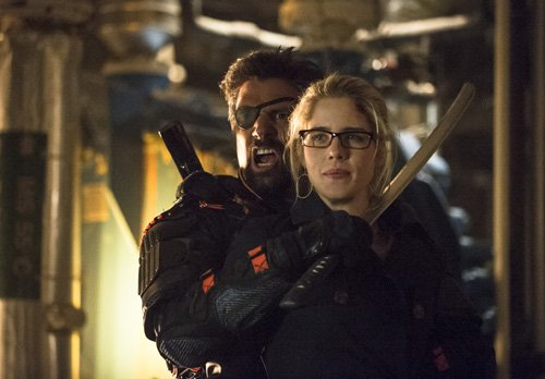 War Breaks Out In New Images From The Arrow Season 2 Finale