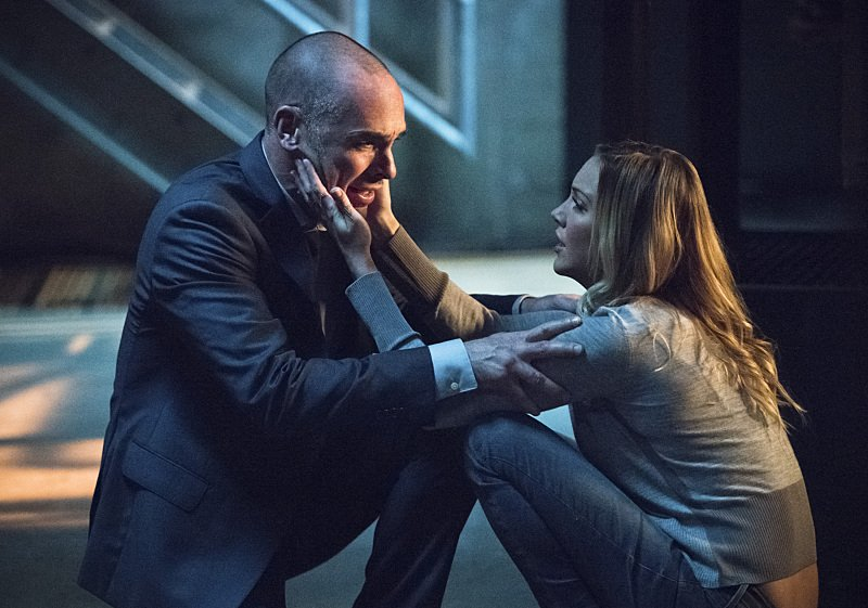 "First Look Images From Arrow Season 4, Episode 4: ""Beyond Redemption"""