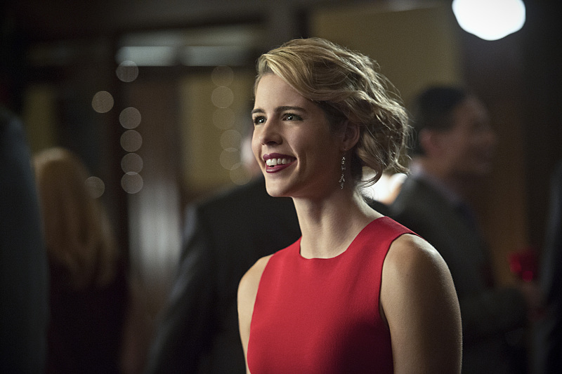 "First Look Images From Arrow Season 4, Episode 9: ""Dark Waters"""