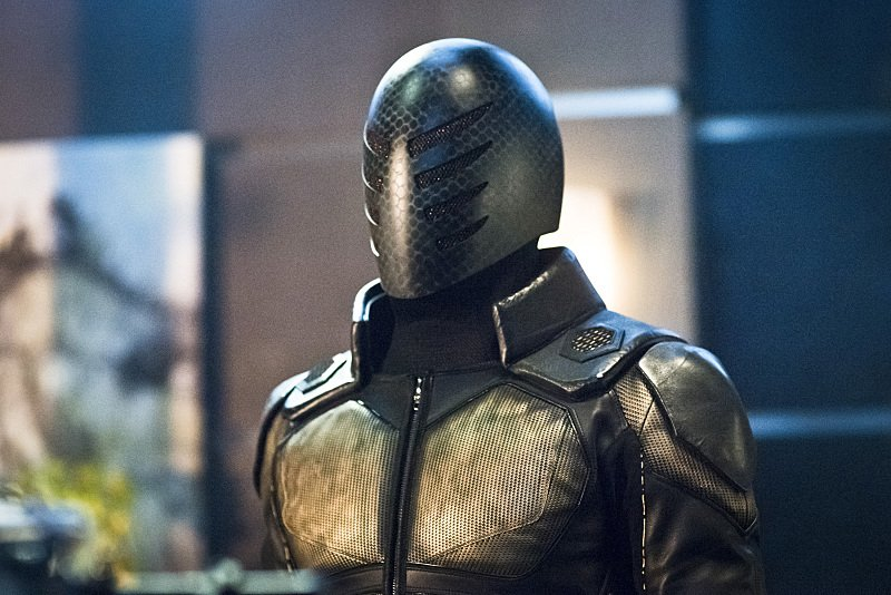 New Threats Hit Star City In First Look Images From Next Week's Arrow