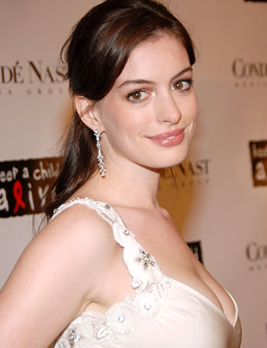Will Anne Hathaway Play Lois Lane In Superman Reboot?
