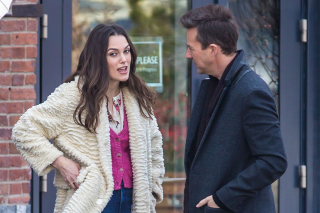 First Collateral Beauty Set Photos See Edward Norton And Keira Knightley Hit The Big Apple