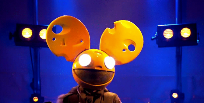 deadmau5 Debuts At #1 On Dance/Electronic Chart With while (1<2)
