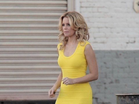 Elizabeth-Banks-Walk-of-Shame-set-candids-in-Los-Angeles-005