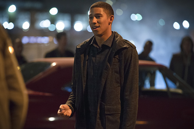 First Look Photos From The Midseason Premiere Of The Flash Revealed