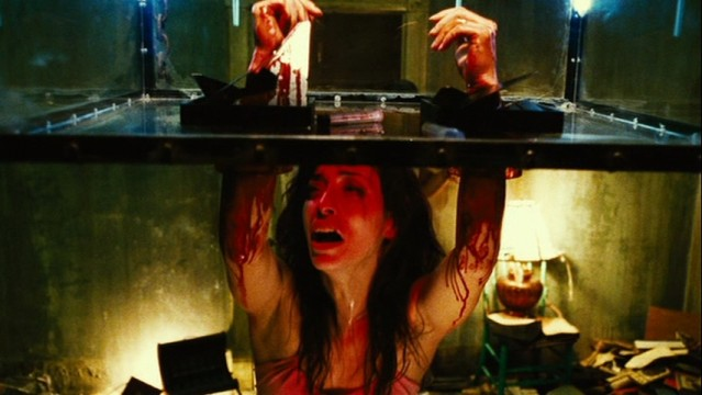 Hand trap in Saw 2 horror movies 6366213 853 480 639x360 10 Killer Reasons Why Being A Horror Fan Is Awesome