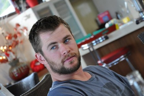 Chris Hemsworth In Official Talks For Snow White And The Huntsman